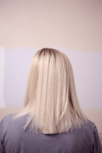 Back View of Straight Shoulder Length Blonde hair, cassia obovata is a natural plant hair conditioner for blonde hair